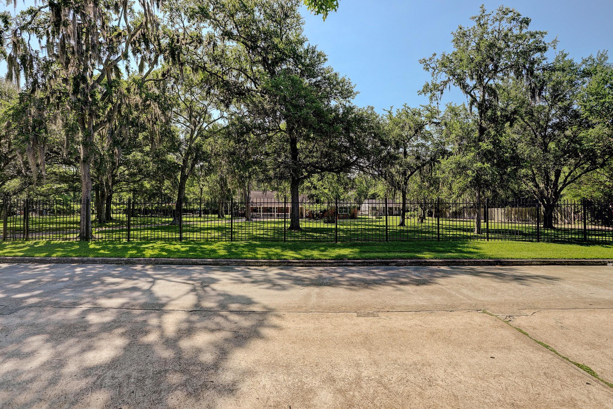 209 W Castlewood Avenue Property Photo 1