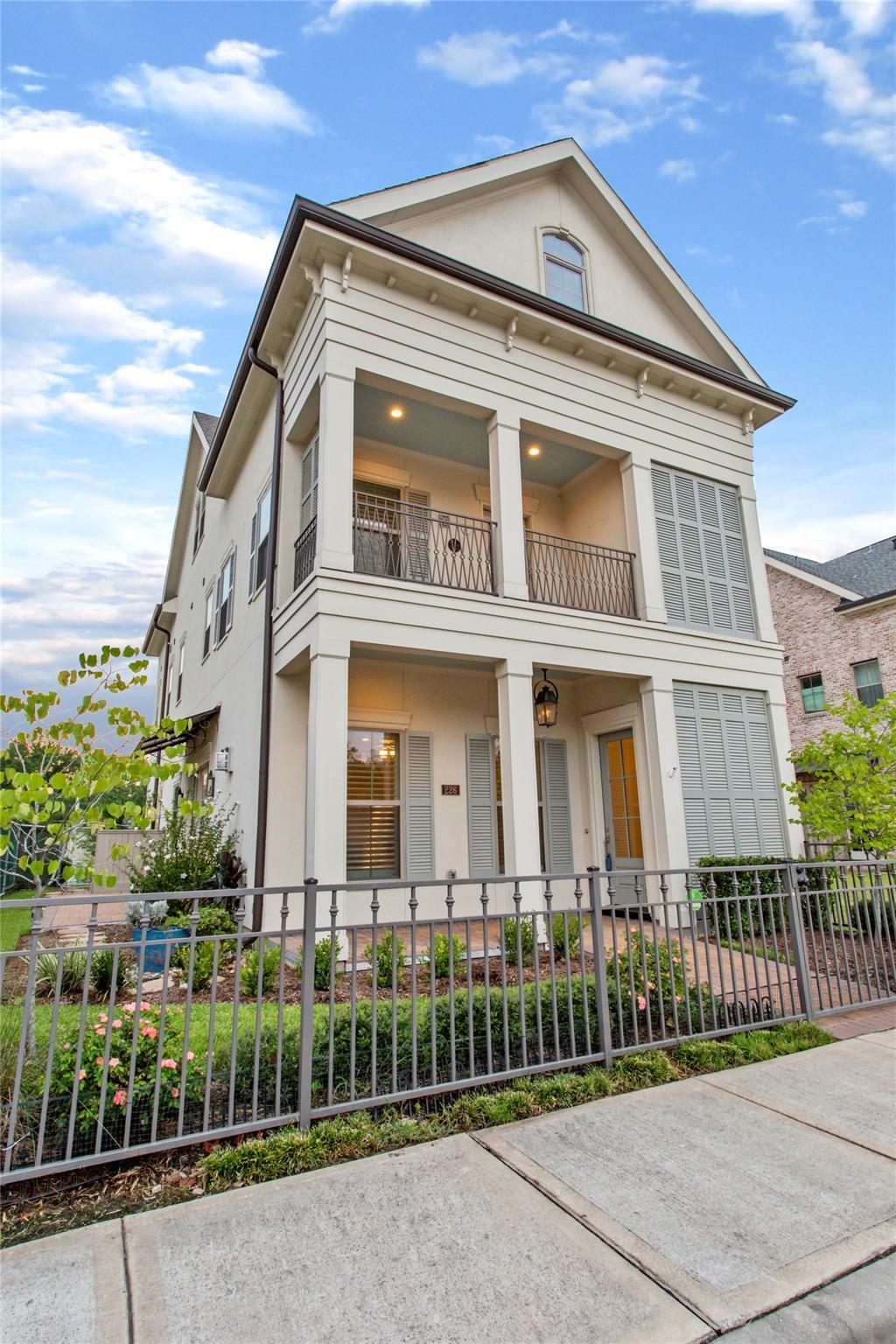 226 Green Boulevard Property Photo