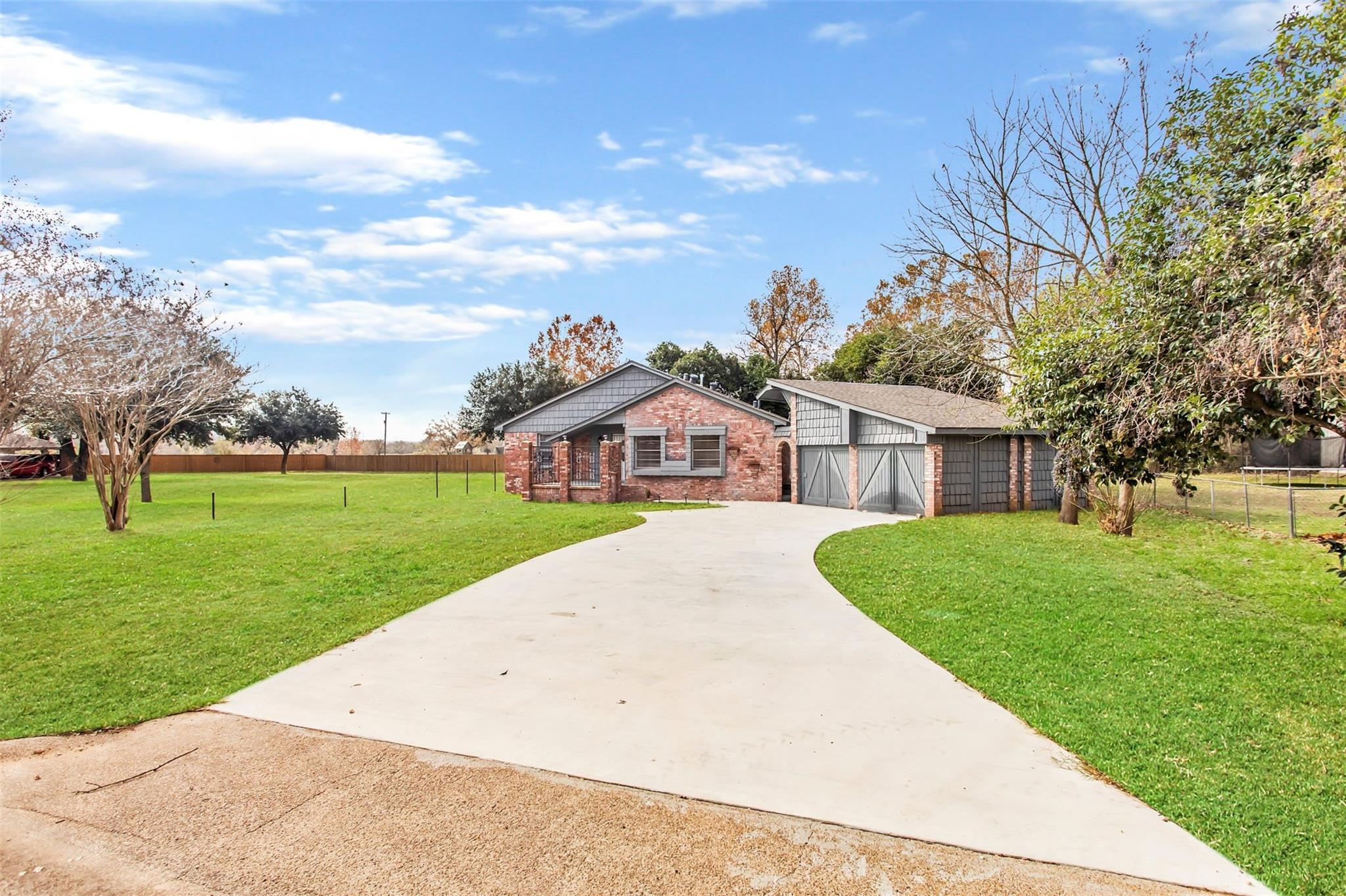 8 Willow Drive Property Photo - Hearne, TX real estate listing