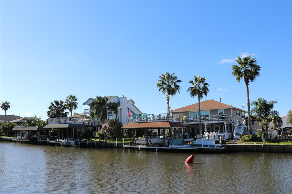 686 Warsaw Street Property Photo - Bayou Vista, TX real estate listing