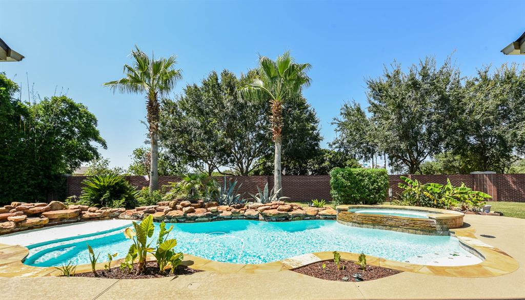 8823 Hollow Banks Lane Property Photo - Houston, TX real estate listing
