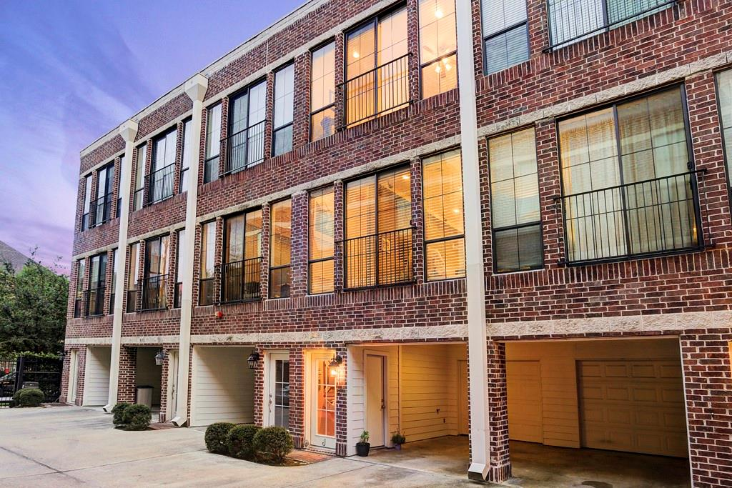 118 Mcgowen Condo Real Estate Listings Main Image