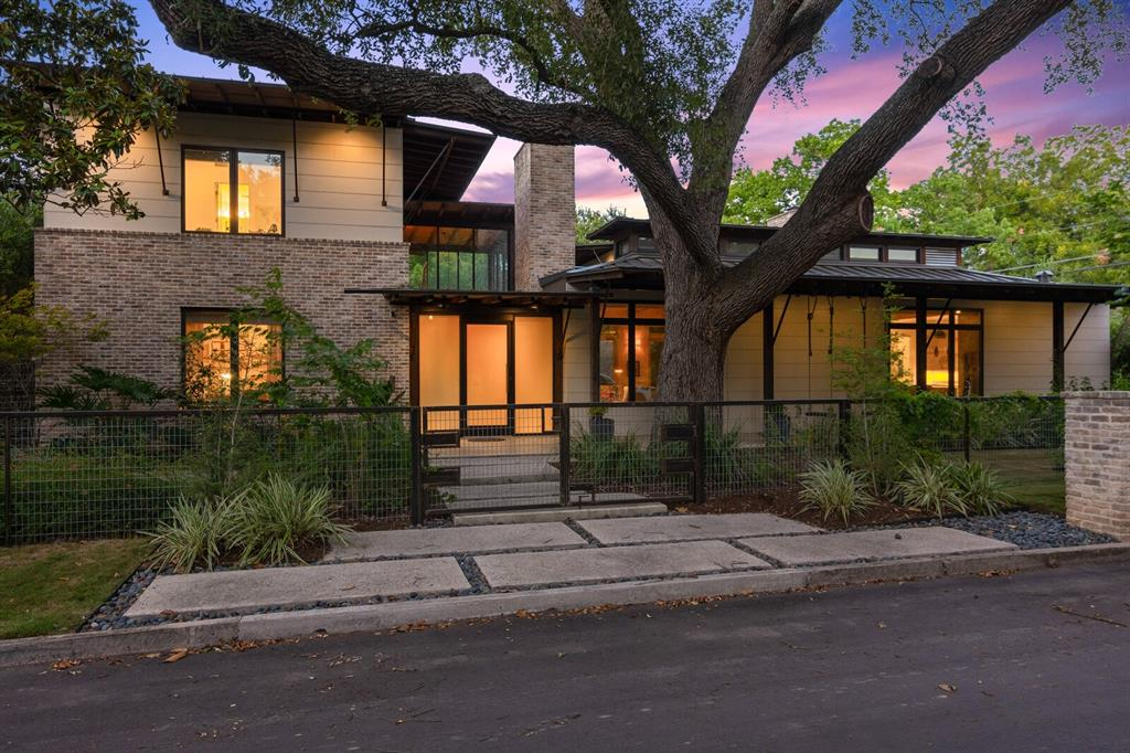 1018 N Liberty Avenue Property Photo - New Braunfels, TX real estate listing