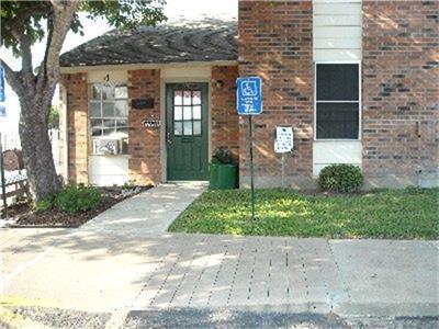 105 Ellen May Road Property Photo - Yoakum, TX real estate listing