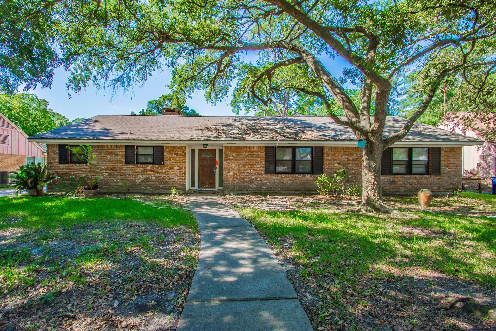 209 Biscayne Boulevard Property Photo - El Lago, TX real estate listing