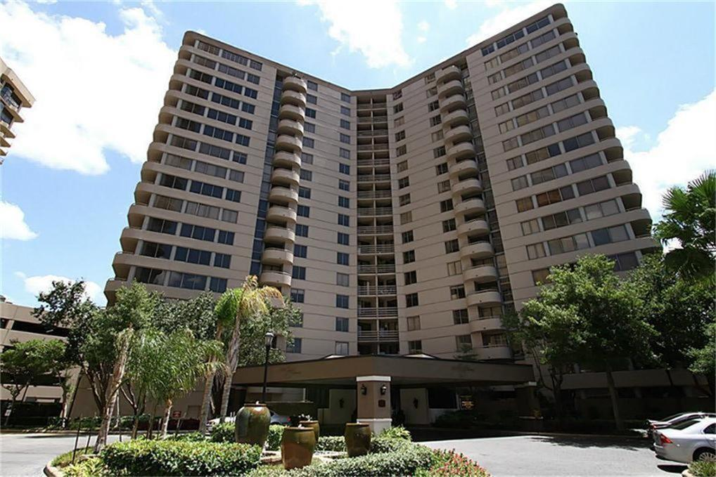 3525 Sage Road #105 Property Photo - Houston, TX real estate listing