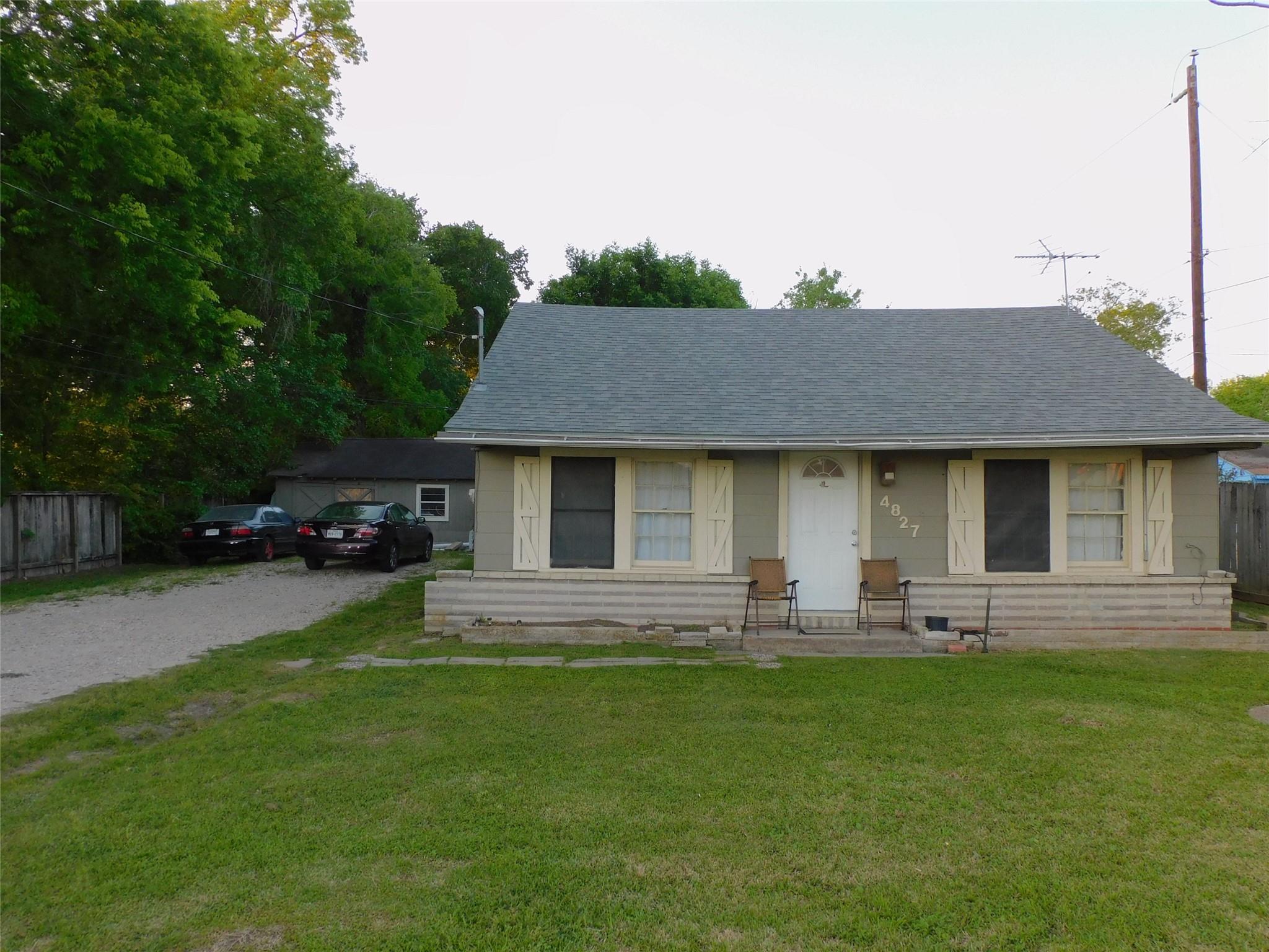 4827 Pine Avenue Property Photo