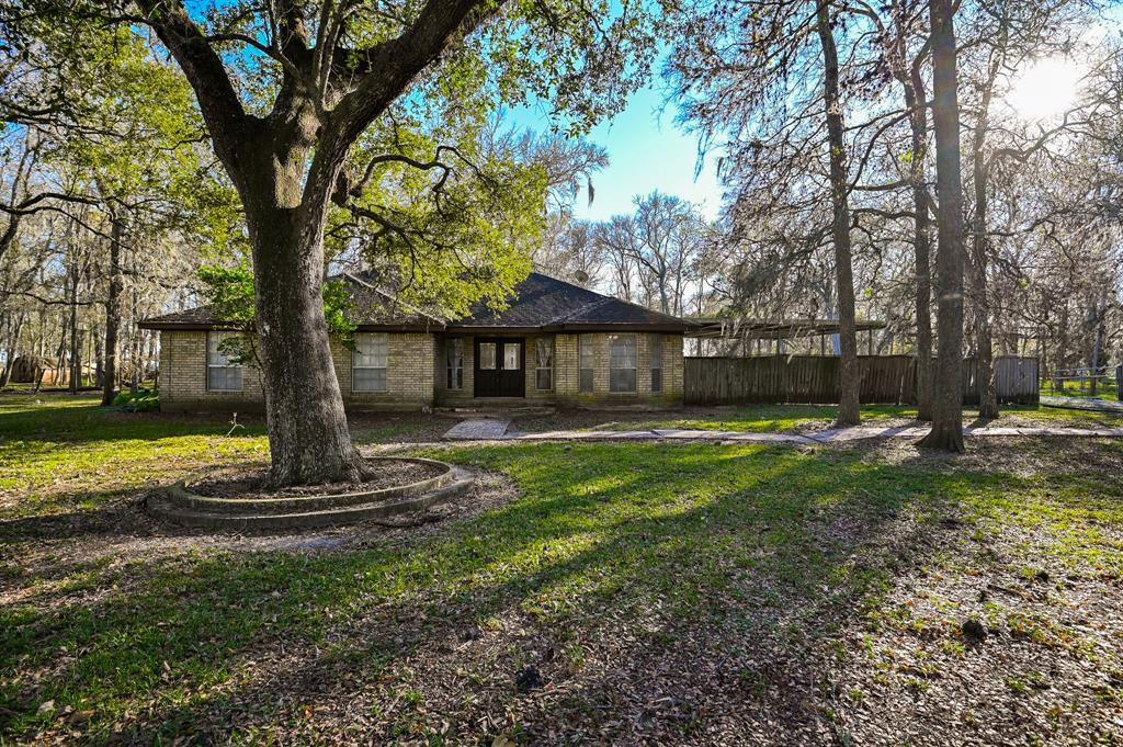 21003 Pecan Bend Road Property Photo - Damon, TX real estate listing
