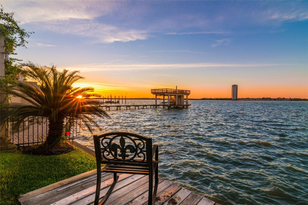 101 Blue Water Way Pvt Property Photo - Kemah, TX real estate listing