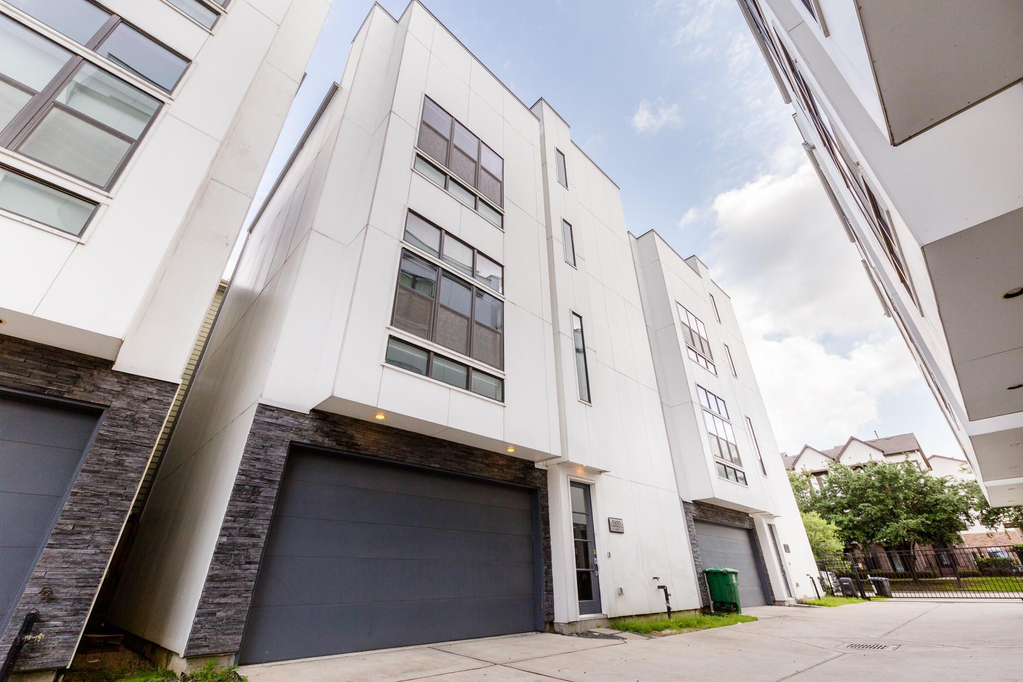 2820 Clay Street Property Photo