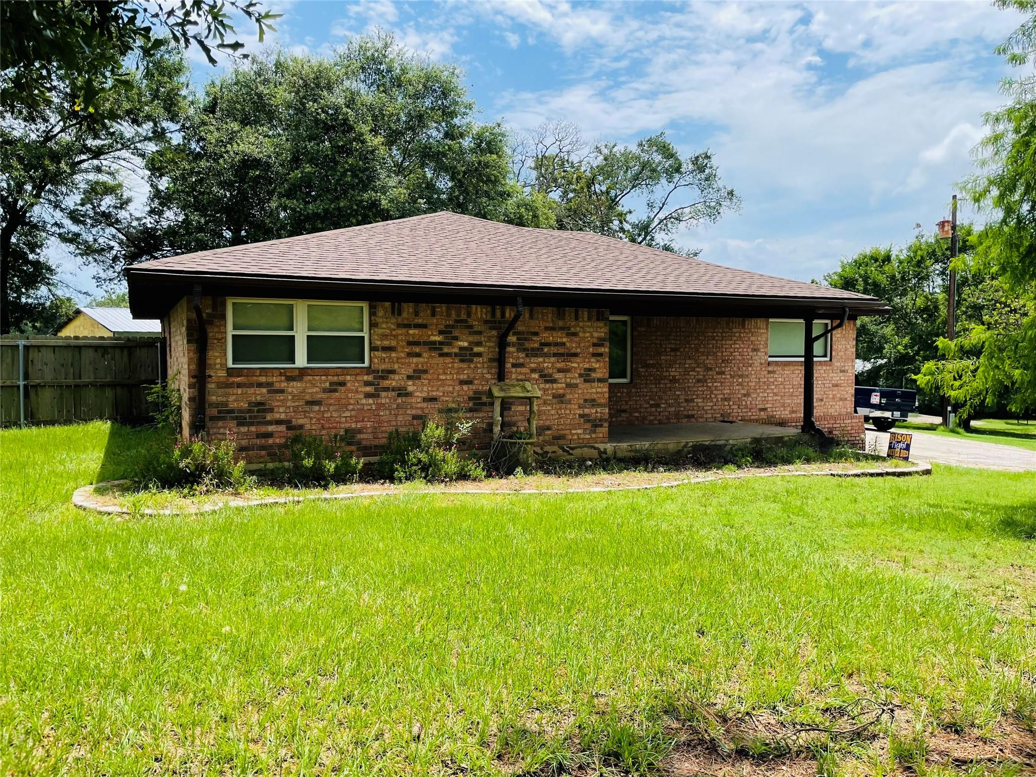517 Donie Road Property Photo