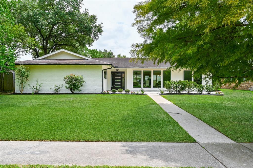 8011 Burning Hills Drive Property Photo - Houston, TX real estate listing