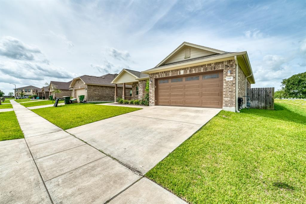 119 Boulder Ridge Drive Property Photo - Cuero, TX real estate listing