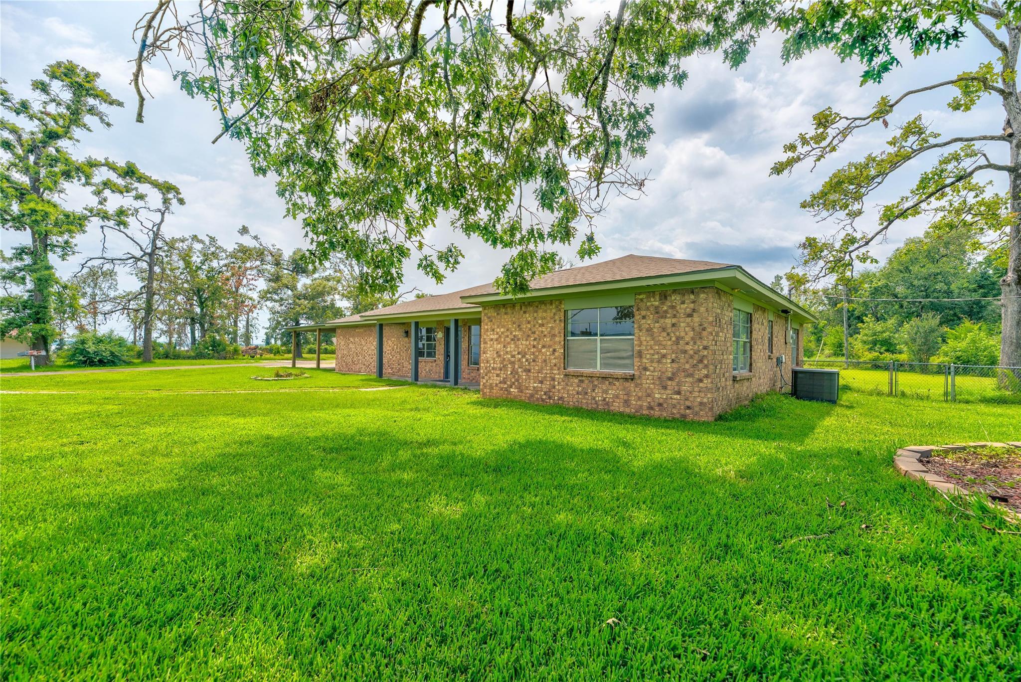 360 Lakeview Lane Property Photo 1