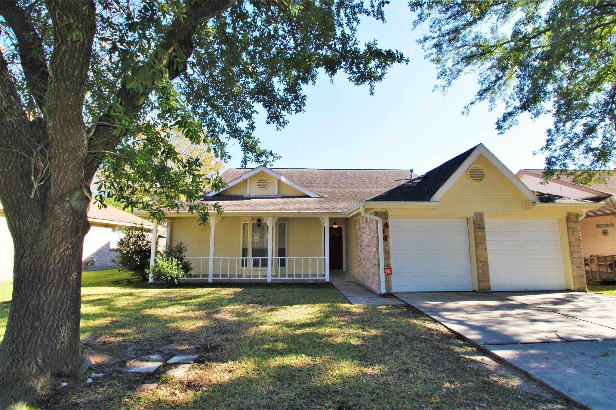 414 Enfield Drive Property Photo - Highlands, TX real estate listing