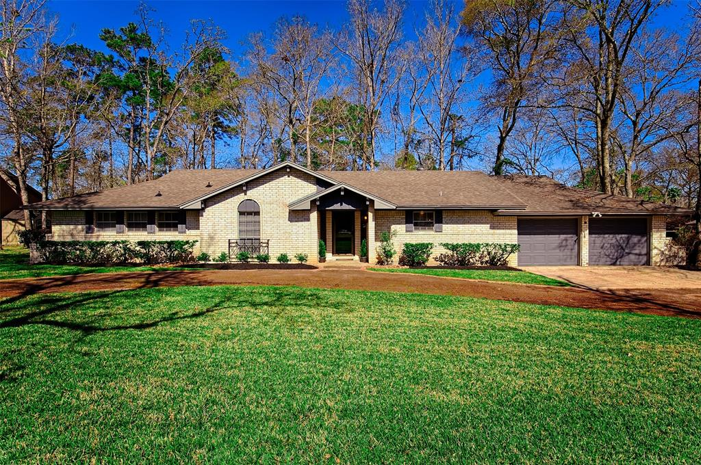 126 Masters Drive Property Photo - Panorama Village, TX real estate listing