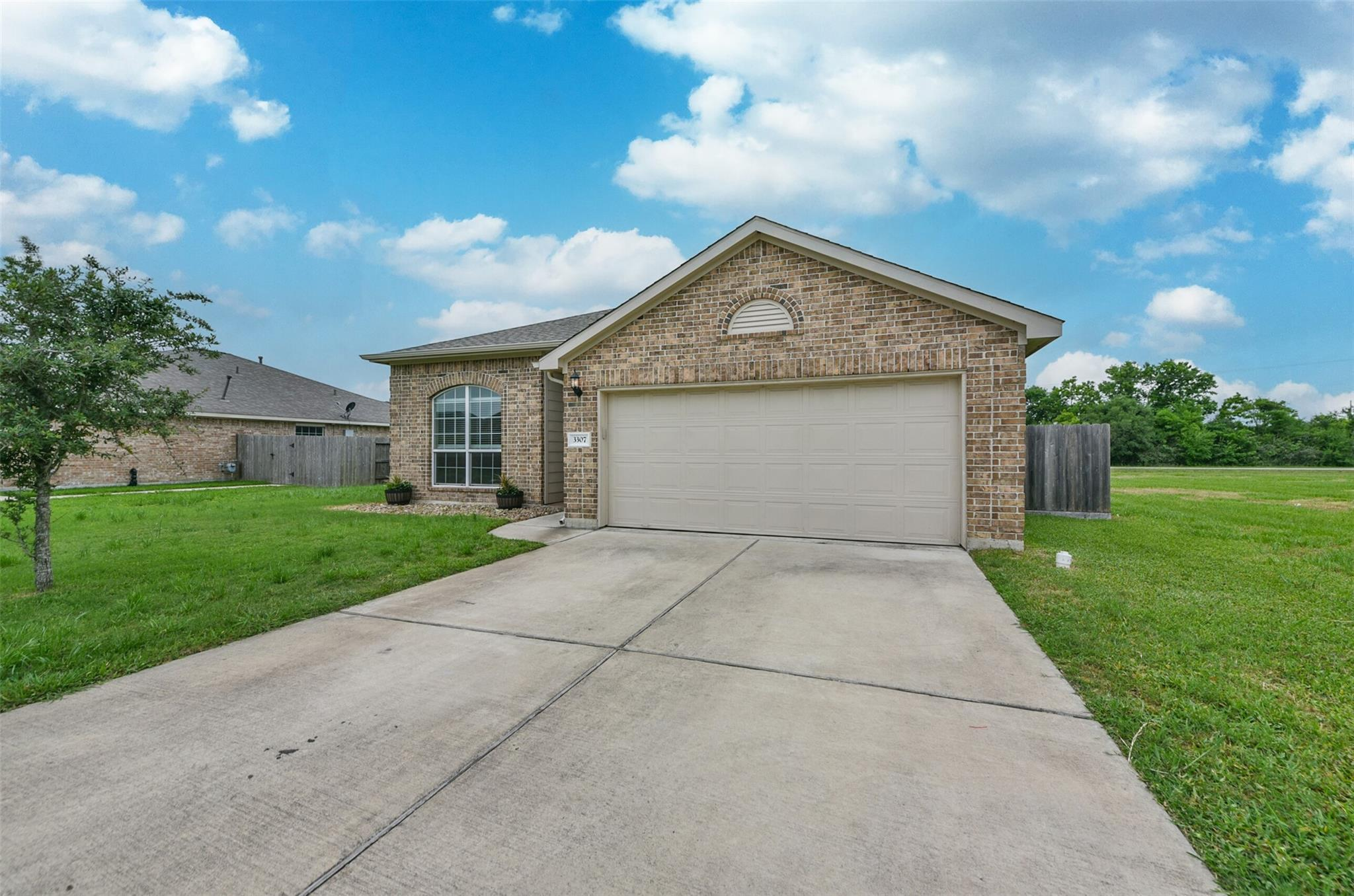 3307 Aberdeen Court Property Photo - Bay City, TX real estate listing