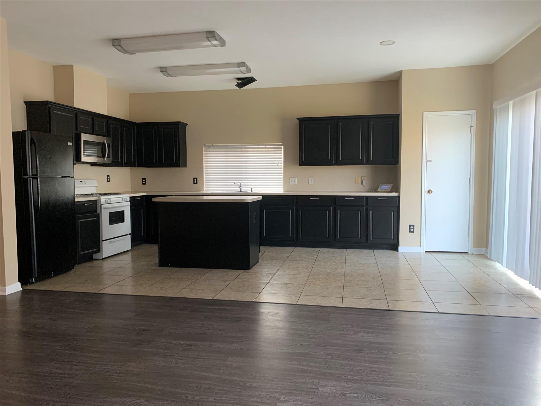 5439 Meadow Canyon Drive Property Photo