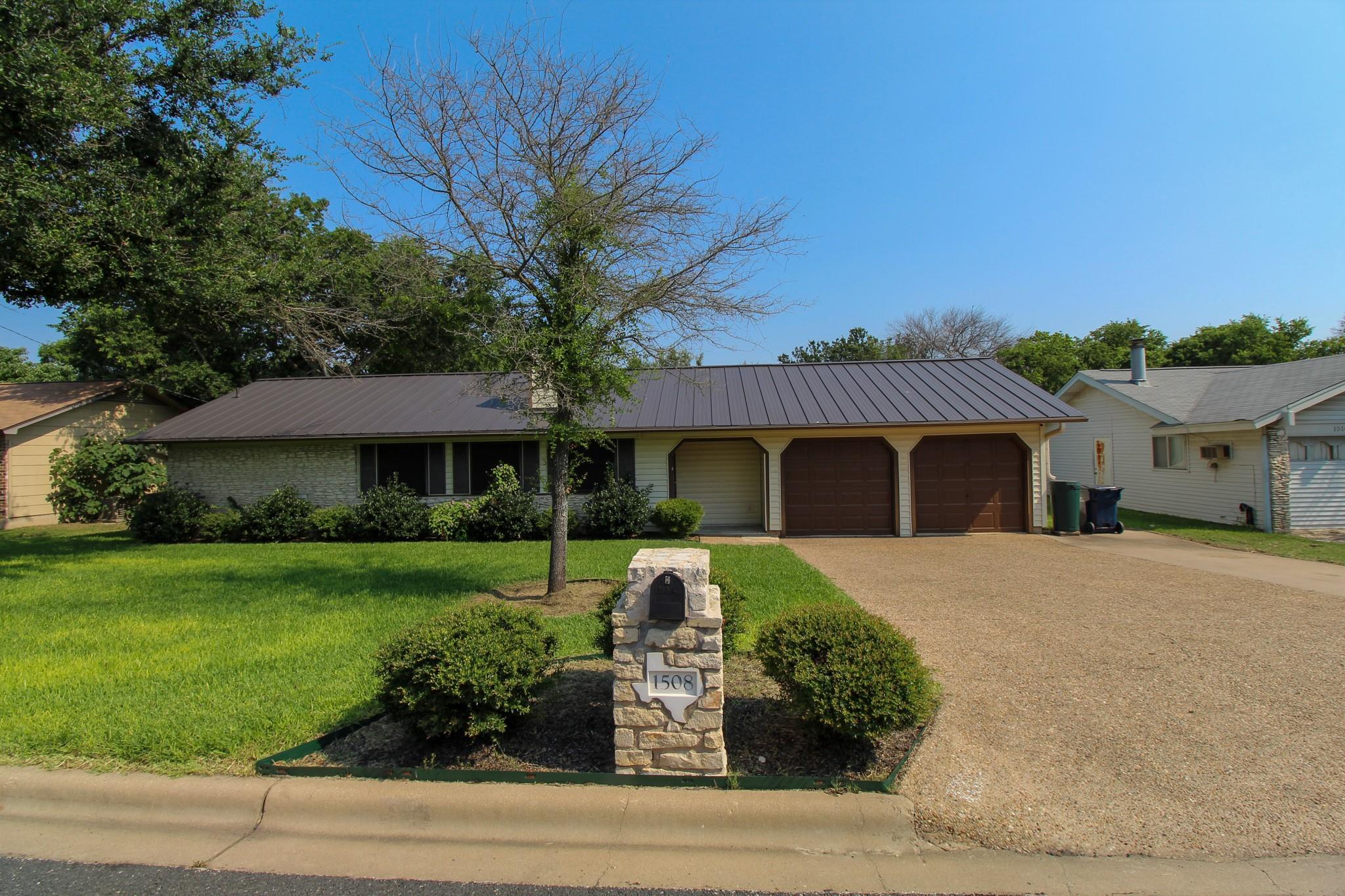 1508 Dandridge Drive Property Photo 1