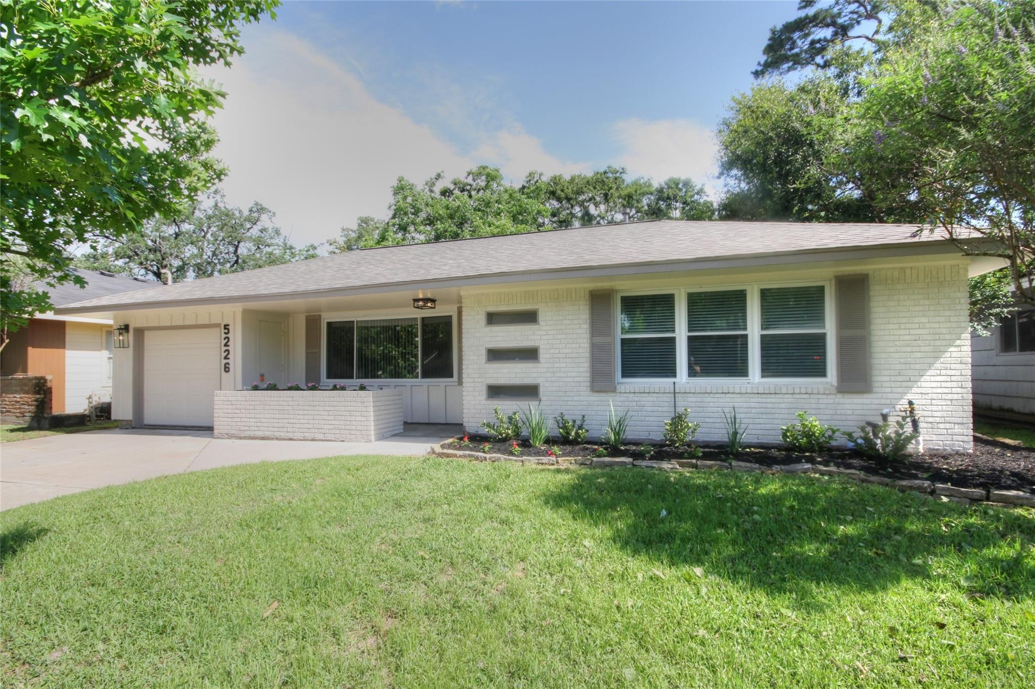 5226 Nina Lee Lane Property Photo