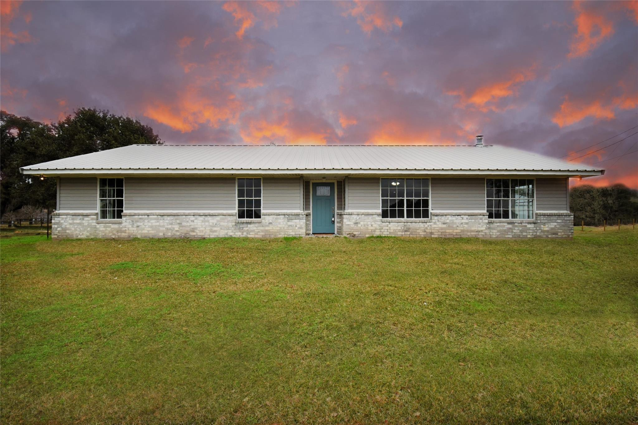 6235 County Rd 4 Property Photo - Damon, TX real estate listing