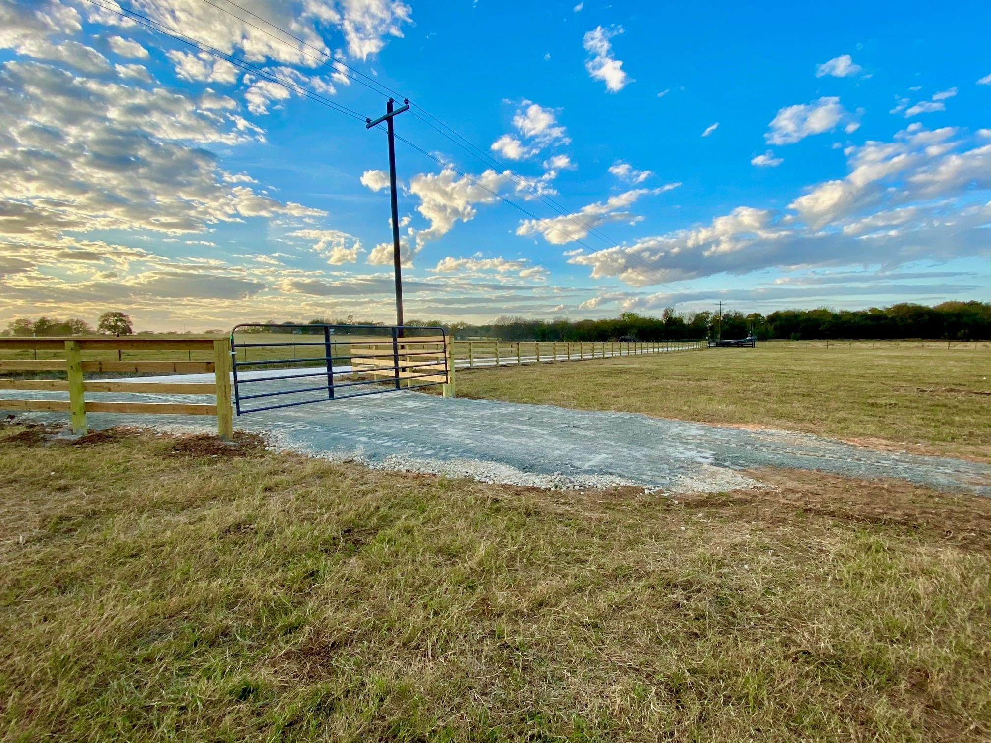 8131 South Hickory Loop Property Photo - Calvert, TX real estate listing