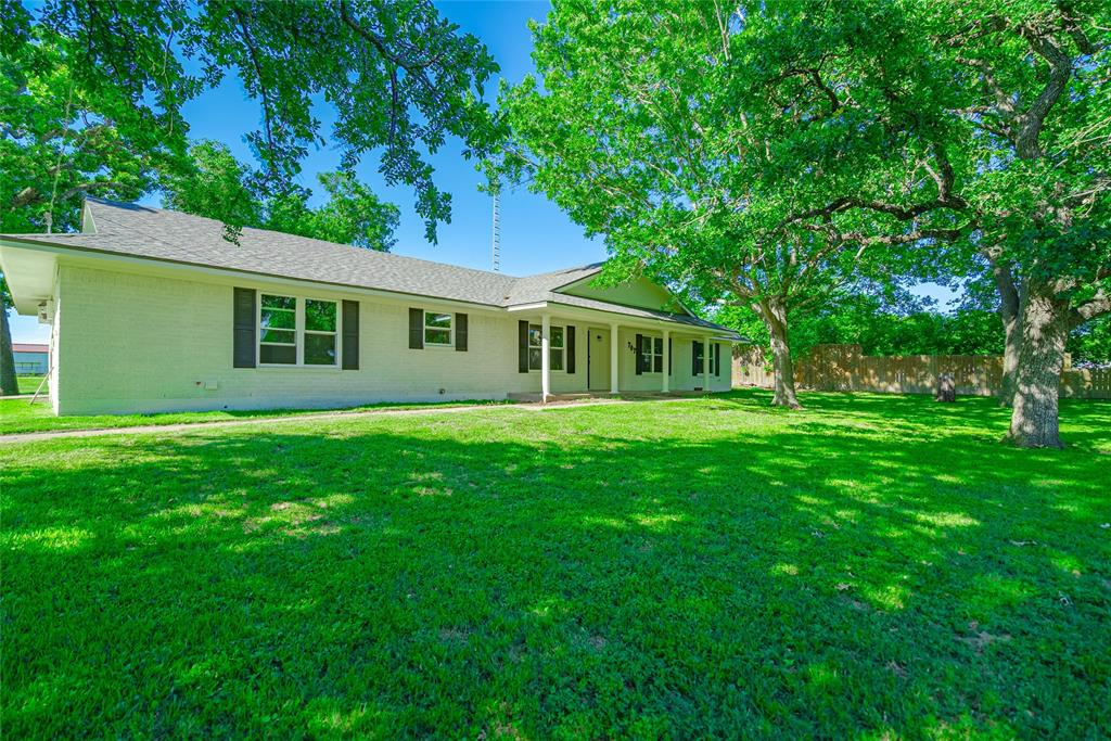 707 E Frederick Street Property Photo - Riesel, TX real estate listing