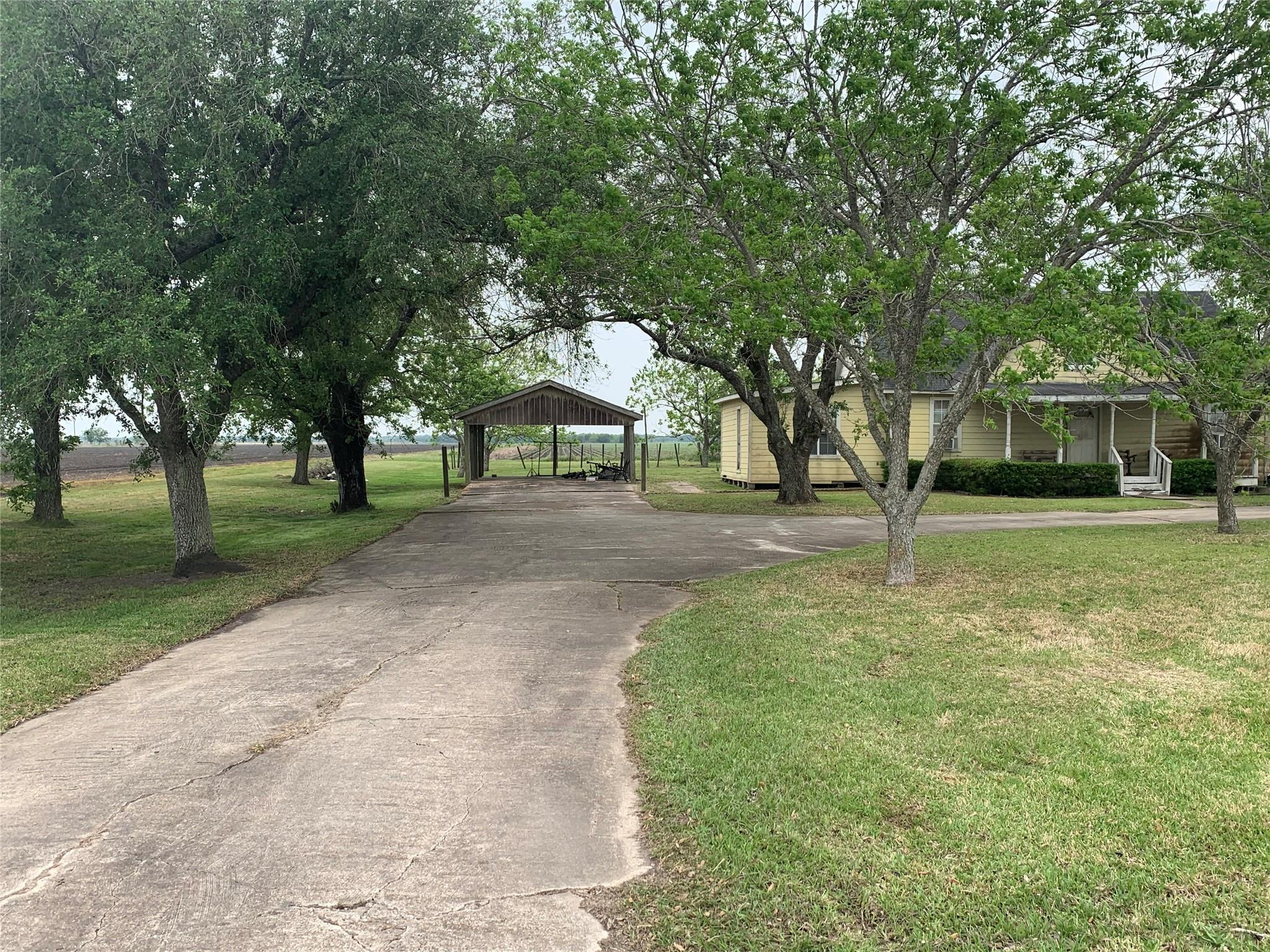 810 Darst Road Property Photo - Beasley, TX real estate listing