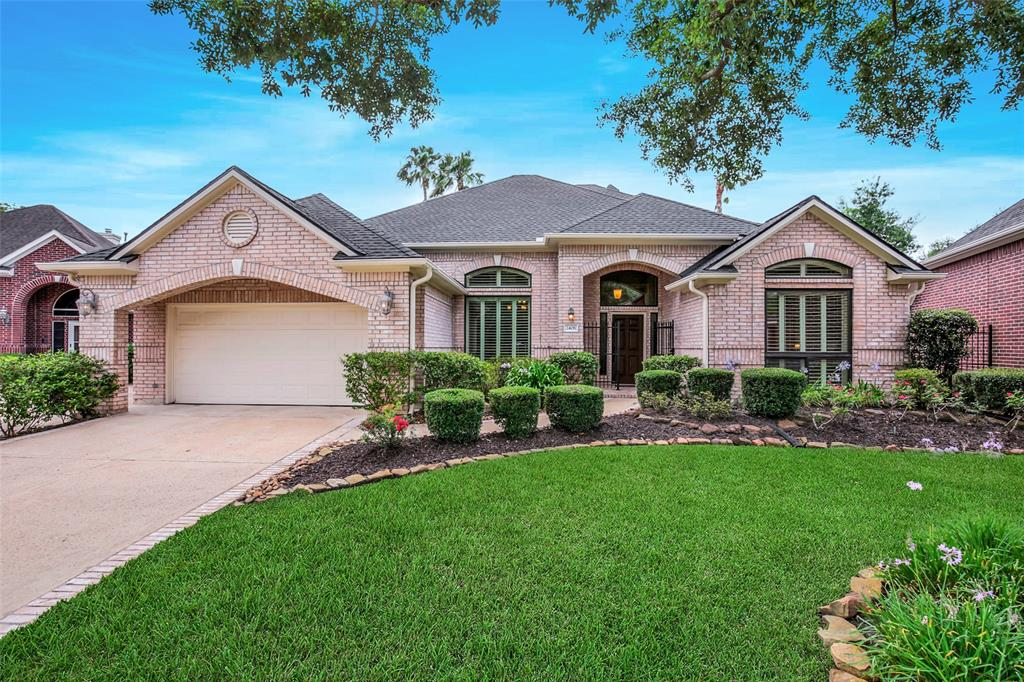 2406 Enchanted Isle Drive Property Photo - Houston, TX real estate listing