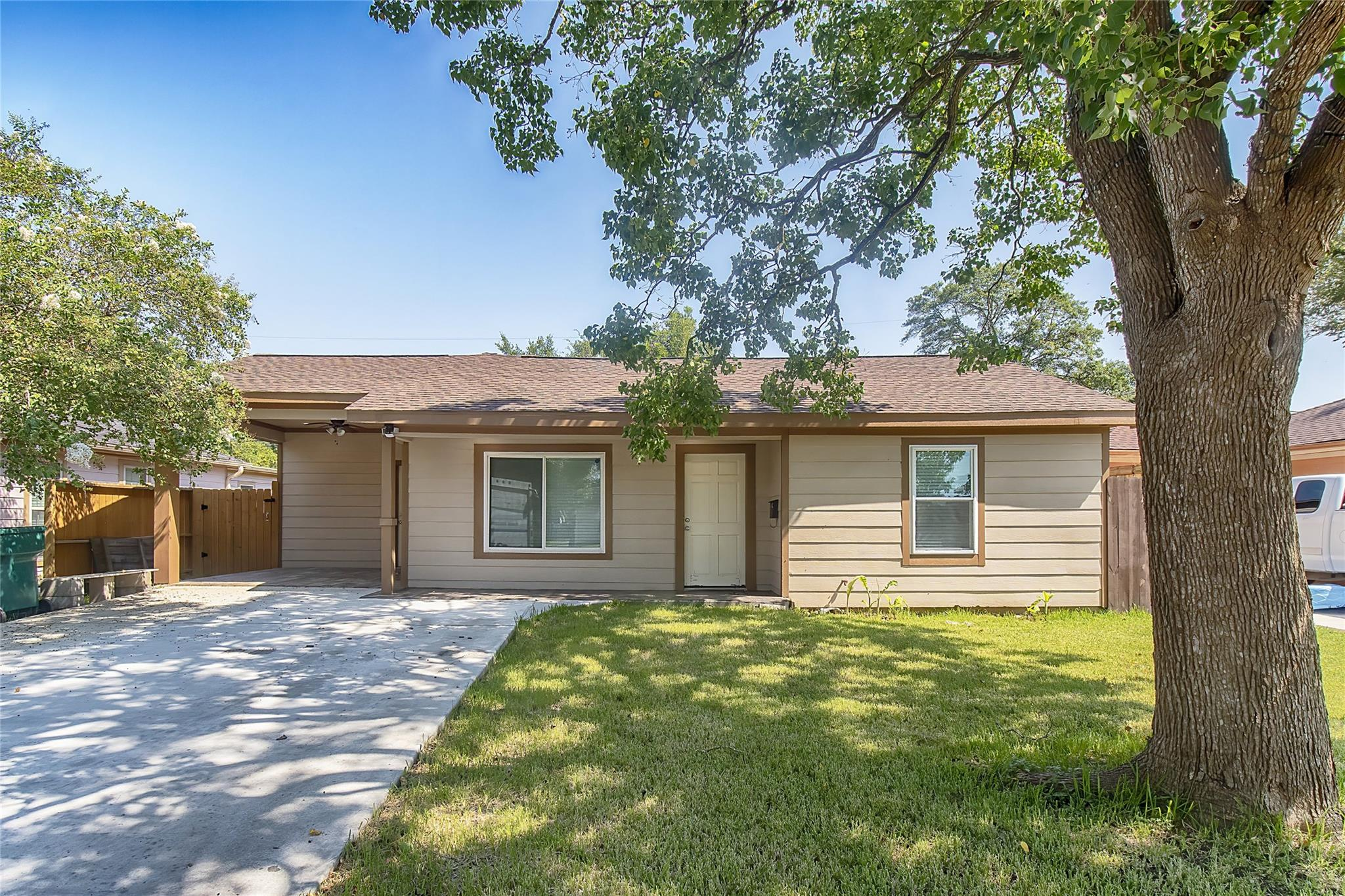 1402 Tupelo Avenue Property Photo - Pasadena, TX real estate listing