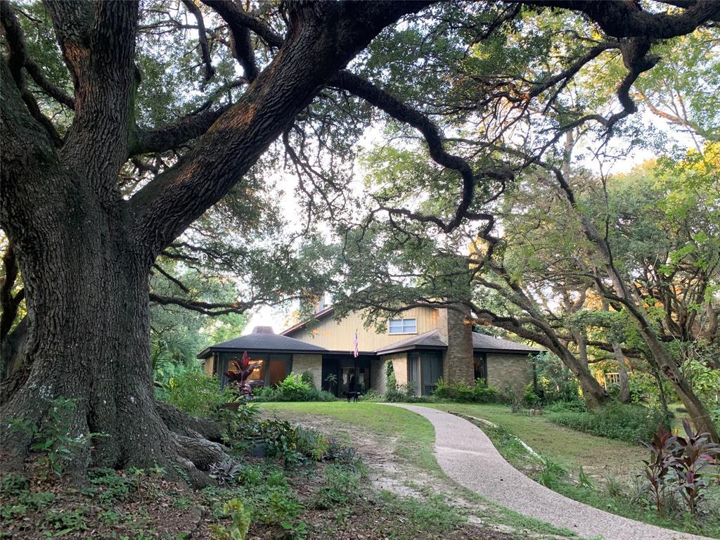 1921 Linda Lane, Bay City, TX 77414 - Bay City, TX real estate listing