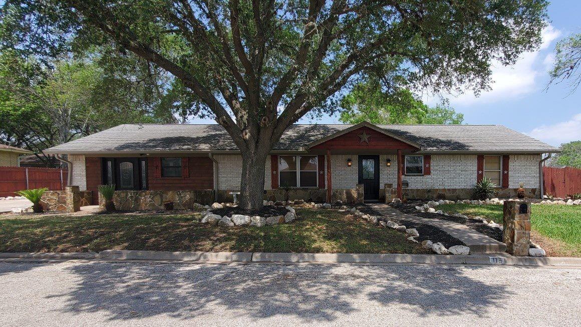 115 Suffolk Street Property Photo - Hallettsville, TX real estate listing