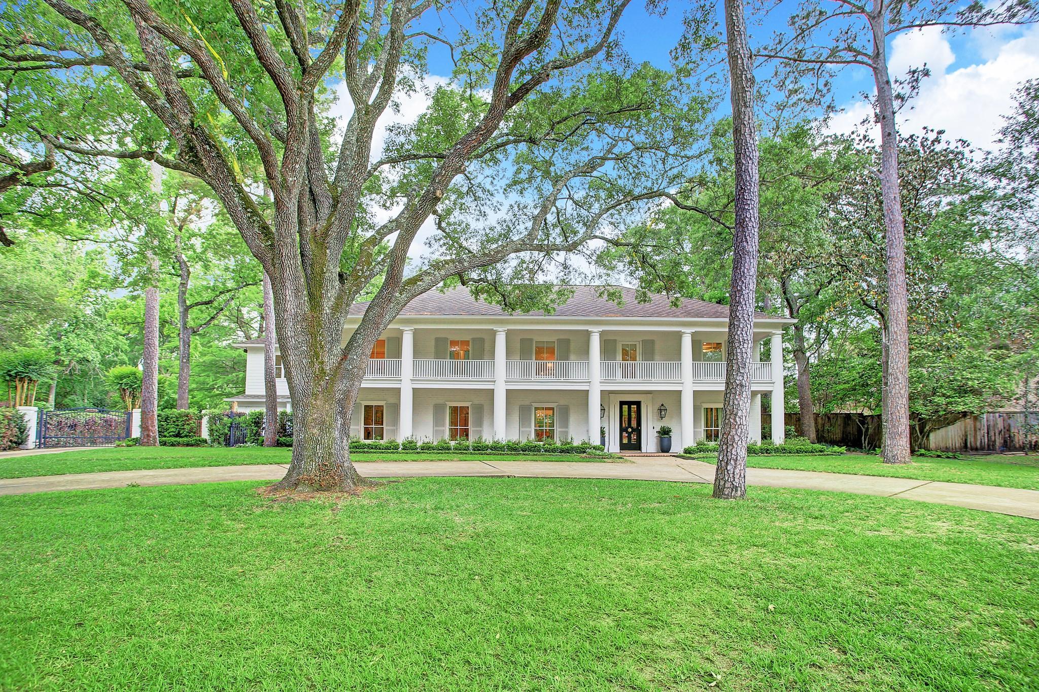 607 Hunters Grove Lane Property Photo - Hunters Creek Village, TX real estate listing