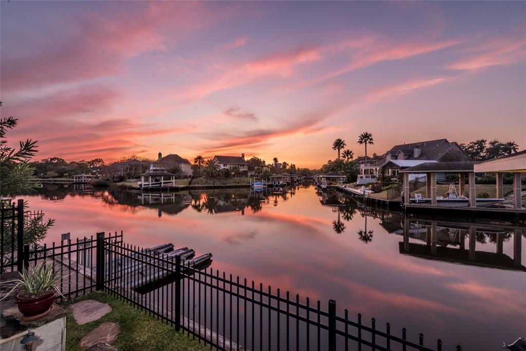 2252 Lake Cove Way Property Photo - Seabrook, TX real estate listing
