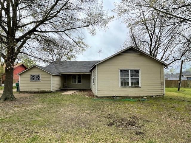 421 E Bradley Street Property Photo - Fairfield, TX real estate listing