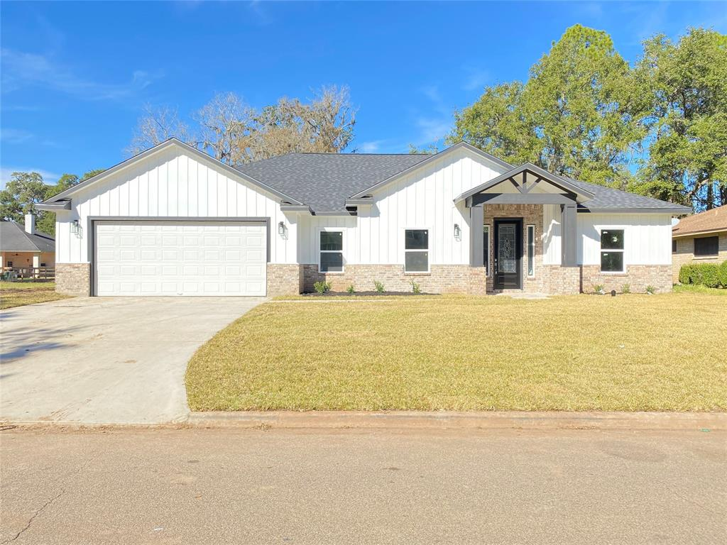 2340 Shalmar Drive Property Photo - West Columbia, TX real estate listing