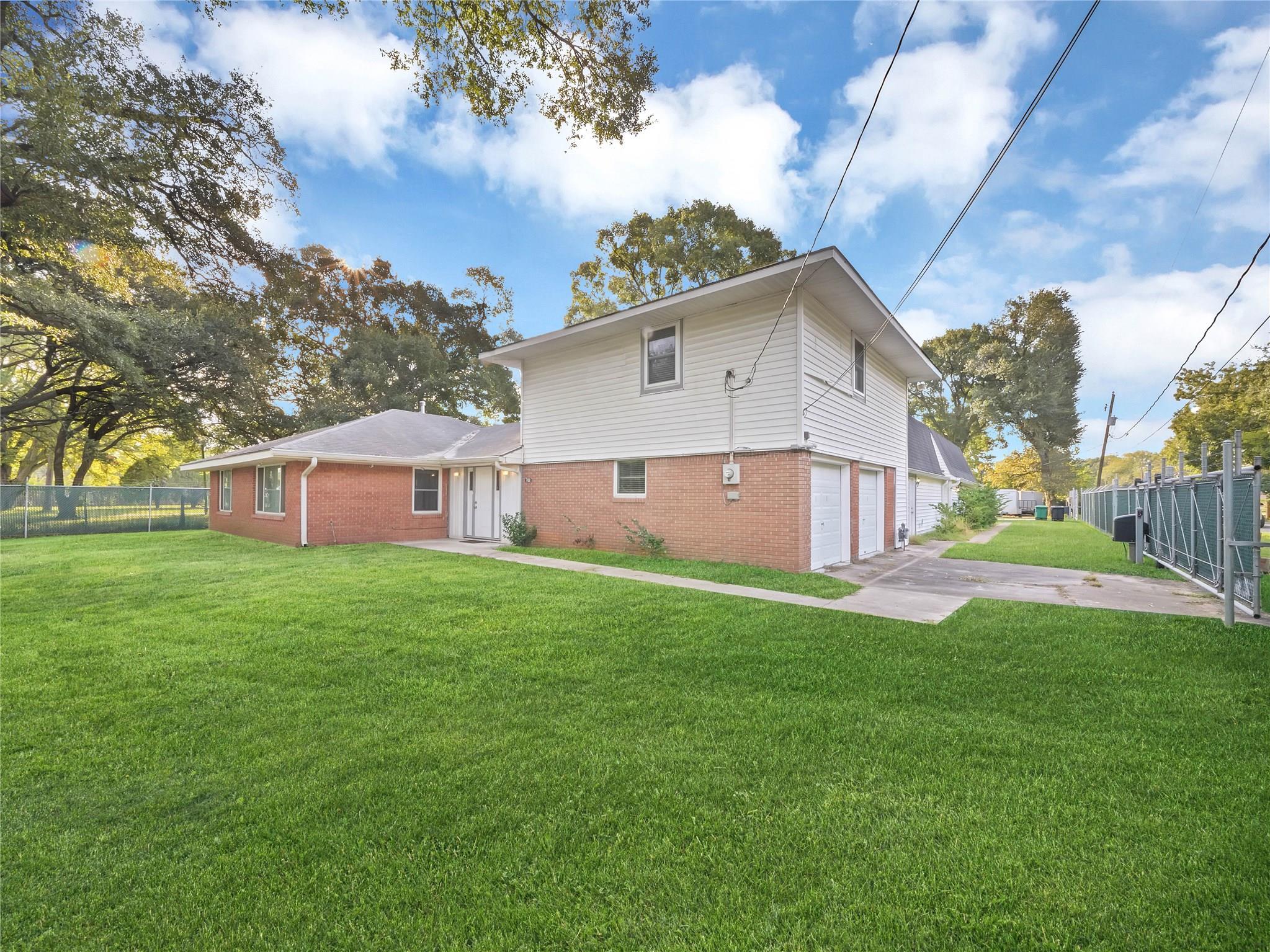 702 Crenshaw Road Property Photo - Houston, TX real estate listing
