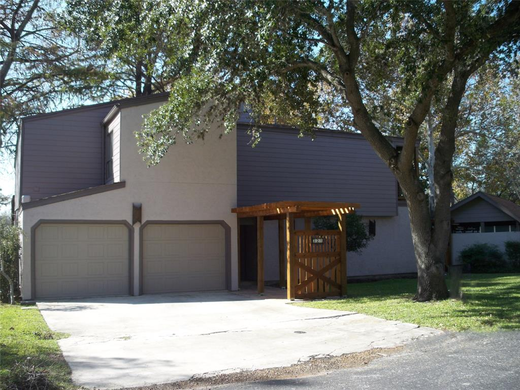 321 Admiral Benbow Lane Property Photo - McQueeney, TX real estate listing