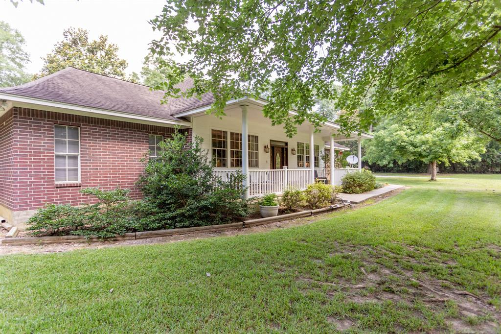 800 Hickman Creek Drive Property Photo - Cleveland, TX real estate listing