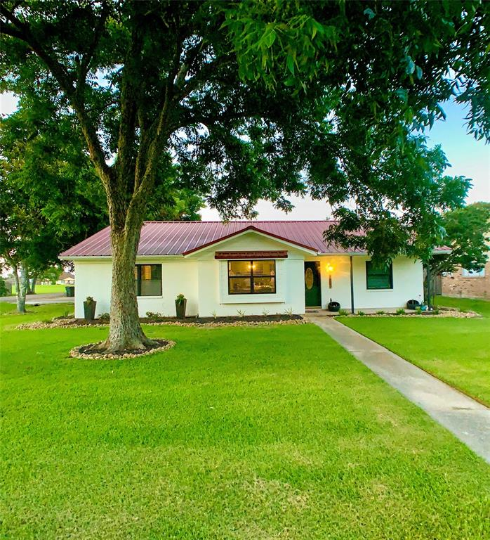1403 Avenue F Property Photo - Danbury, TX real estate listing