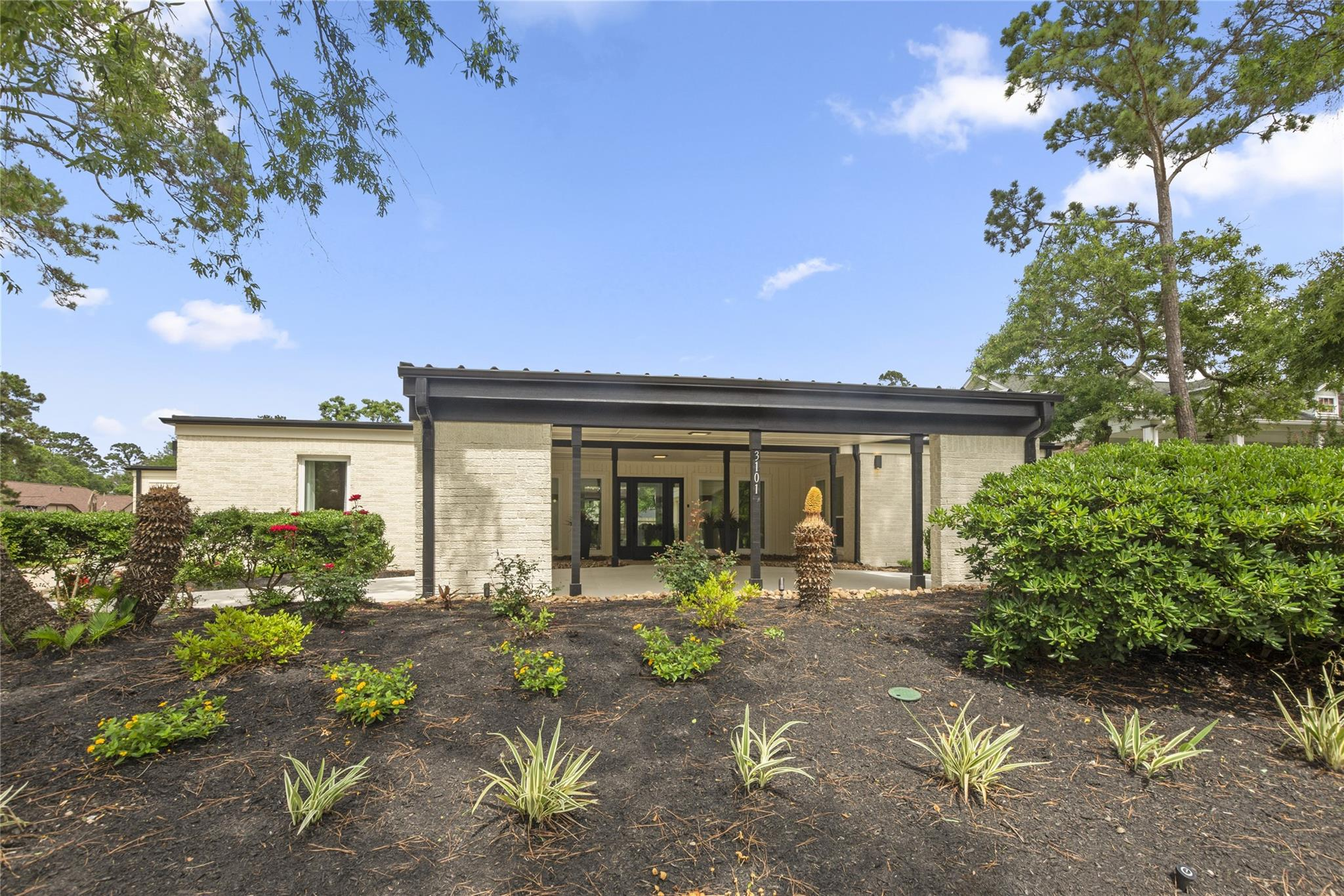 3101 Woodland Court Property Photo 1