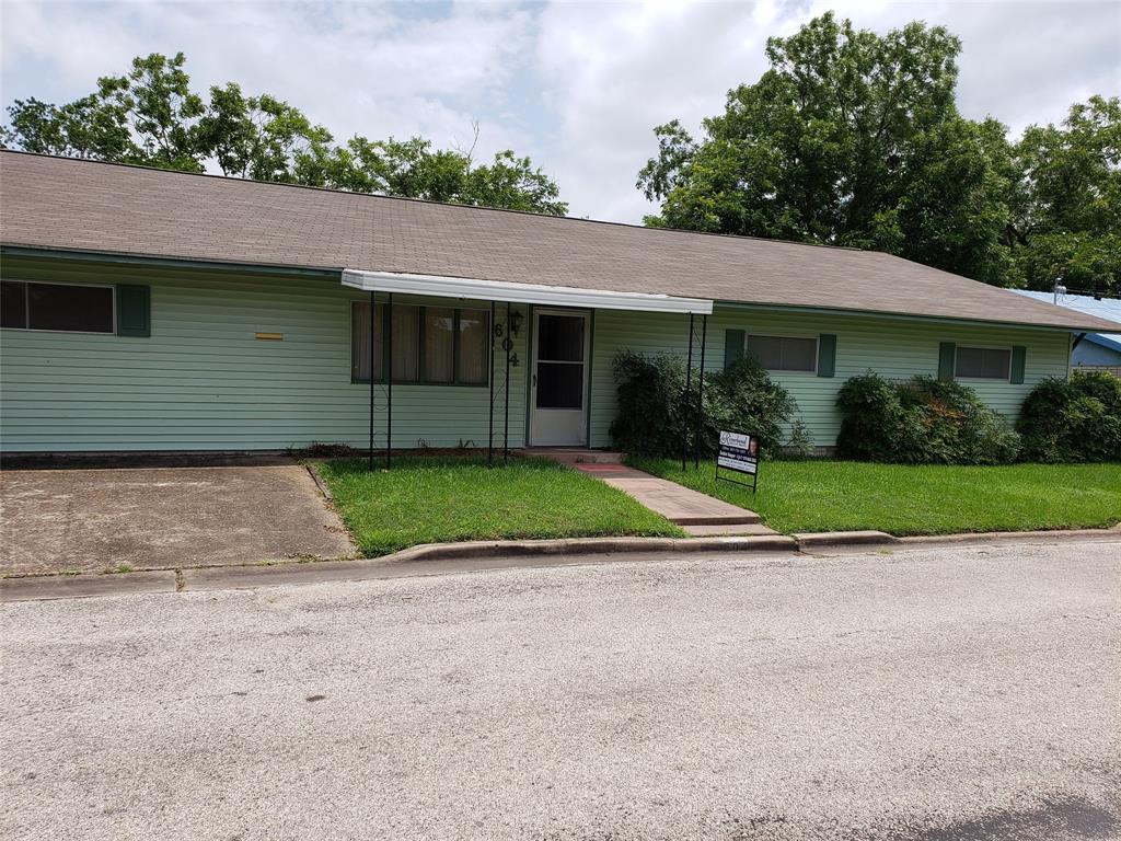 604 Market Street, Hallettsville, TX 77964 - Hallettsville, TX real estate listing