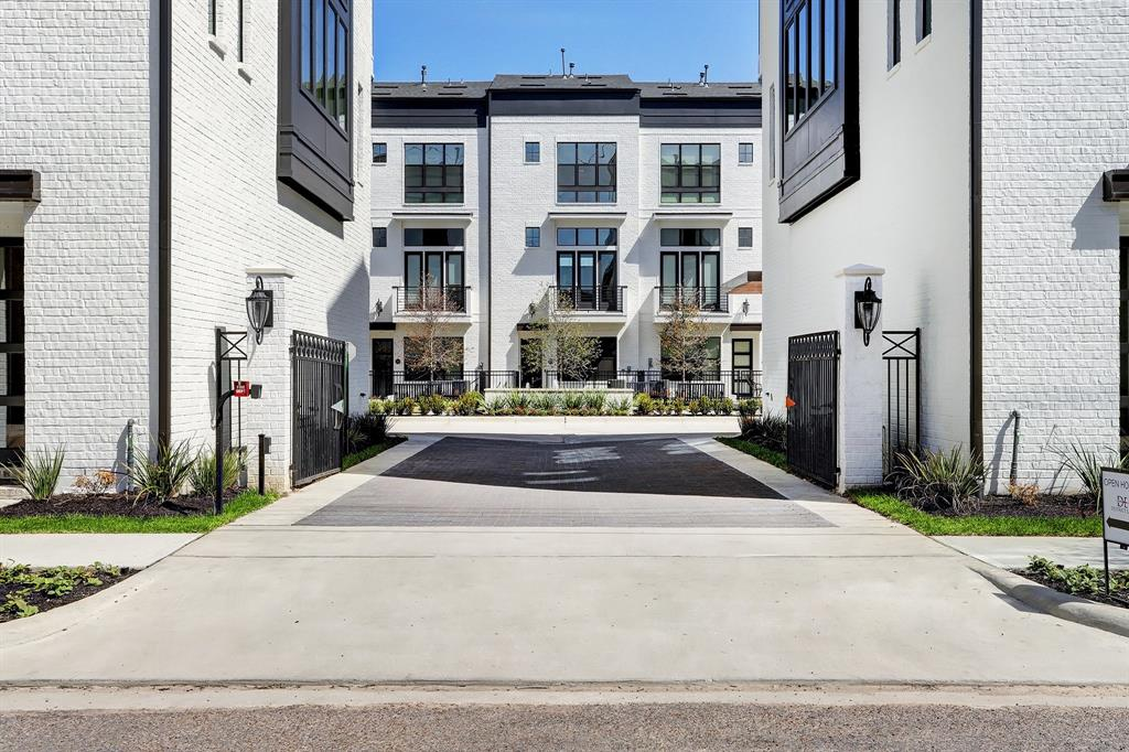 2918 Lamar Street Property Photo - Houston, TX real estate listing