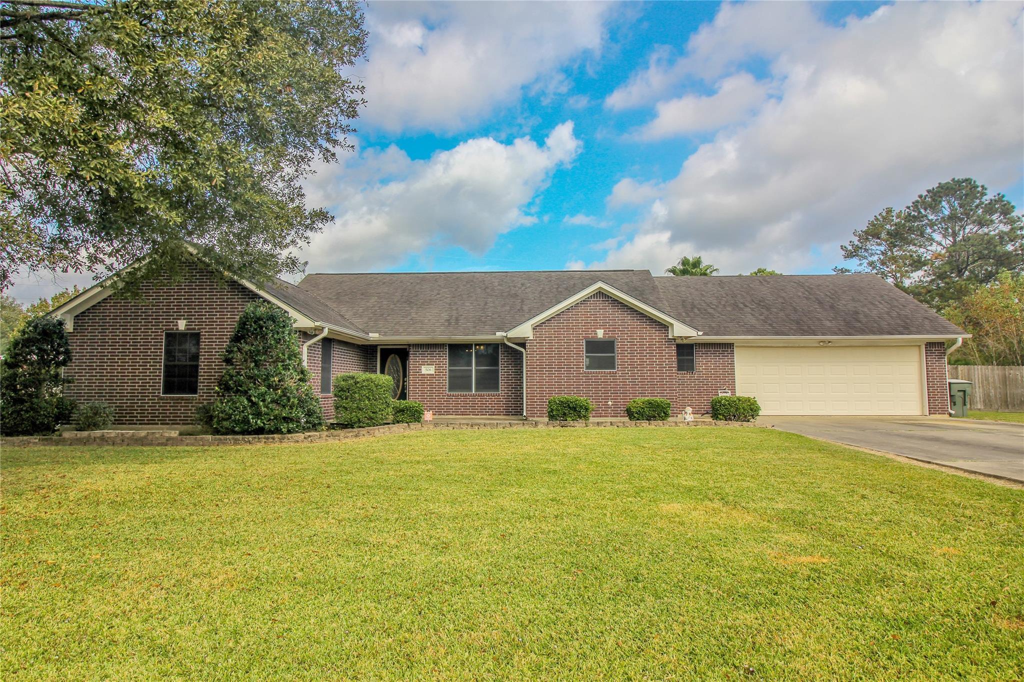 506 Meadowlark Drive Property Photo - Winnie, TX real estate listing