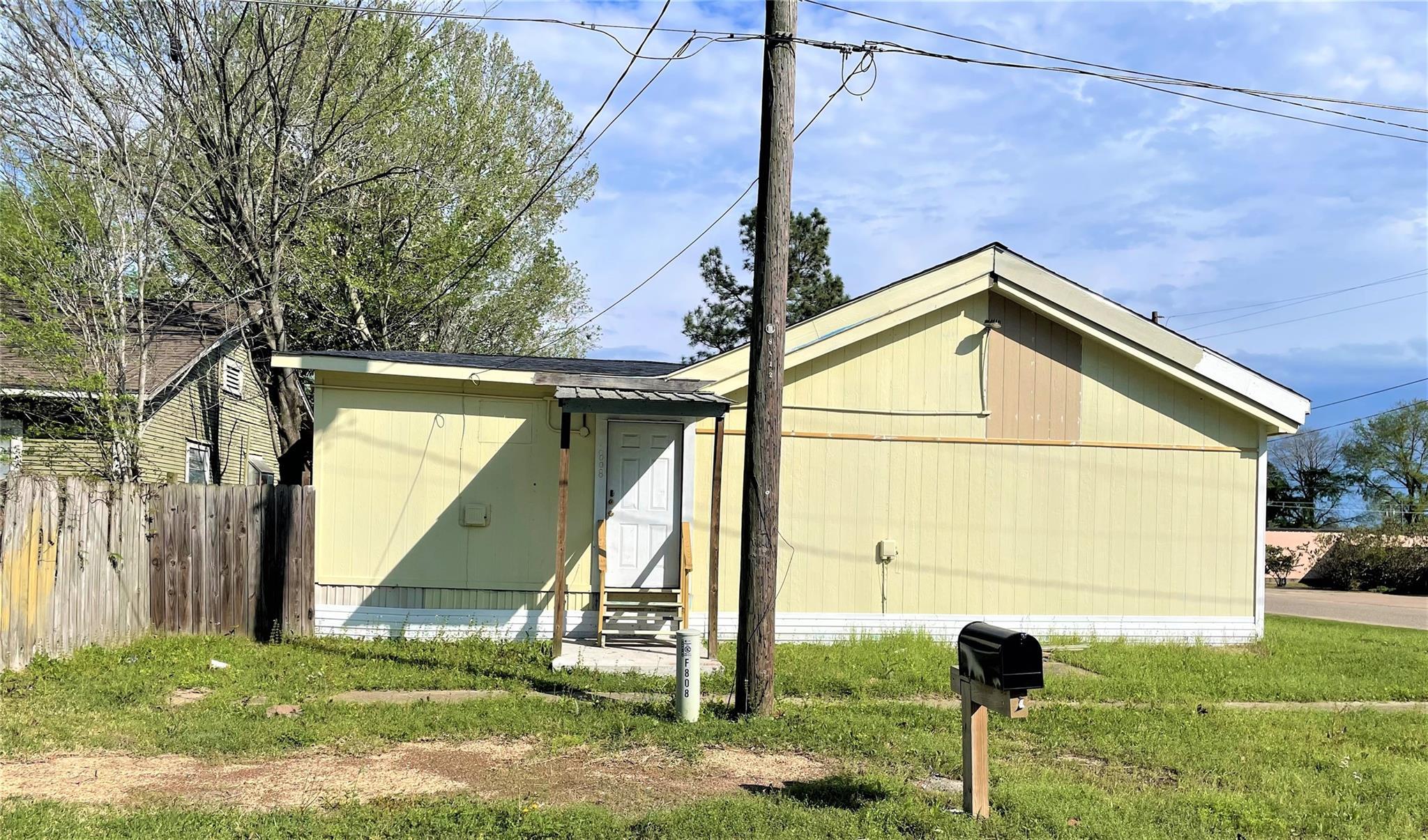 808 N Mason Avenue Property Photo