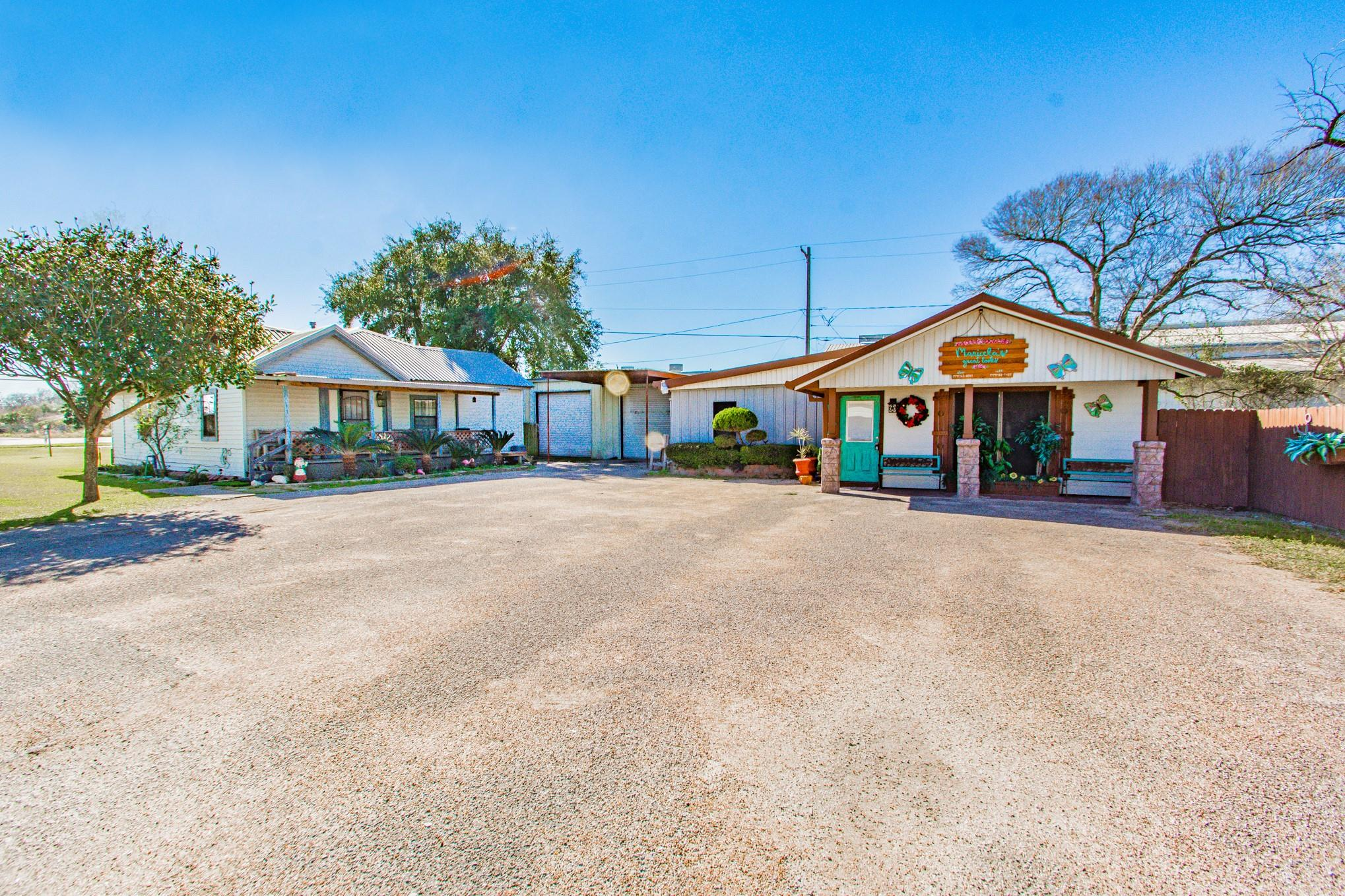 410 Plantation Drive W Property Photo - Clute, TX real estate listing