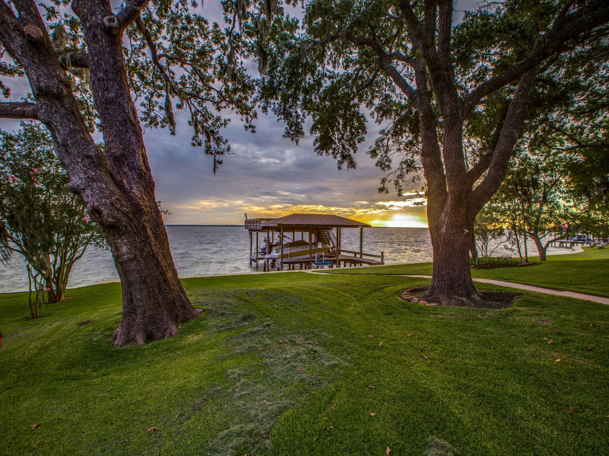 425 Wildwood Drive Property Photo - Onalaska, TX real estate listing