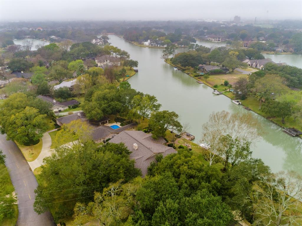 302 Lombardy Drive Property Photo - Sugar Land, TX real estate listing