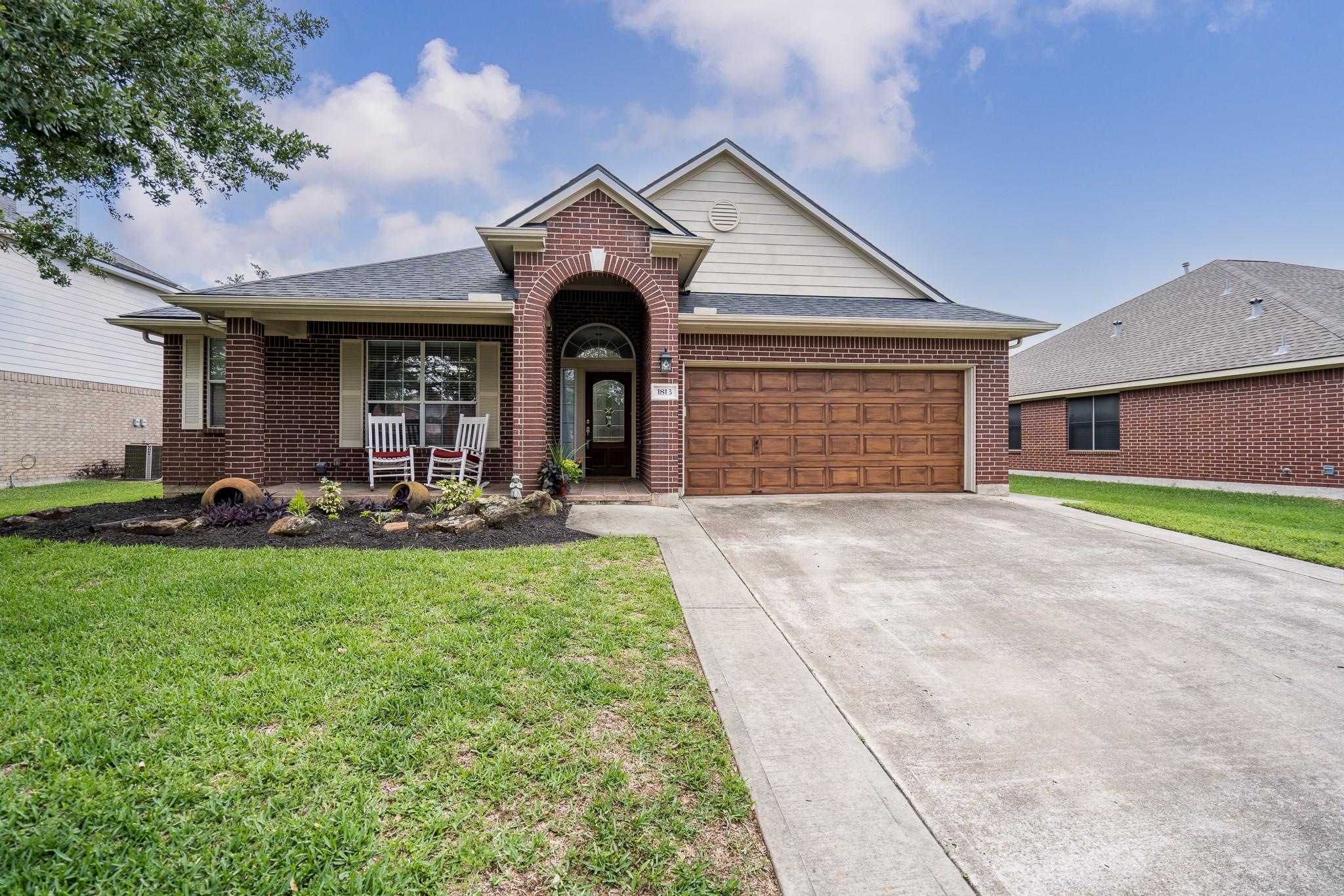 1813 S Everglades Drive Property Photo - Deer Park, TX real estate listing