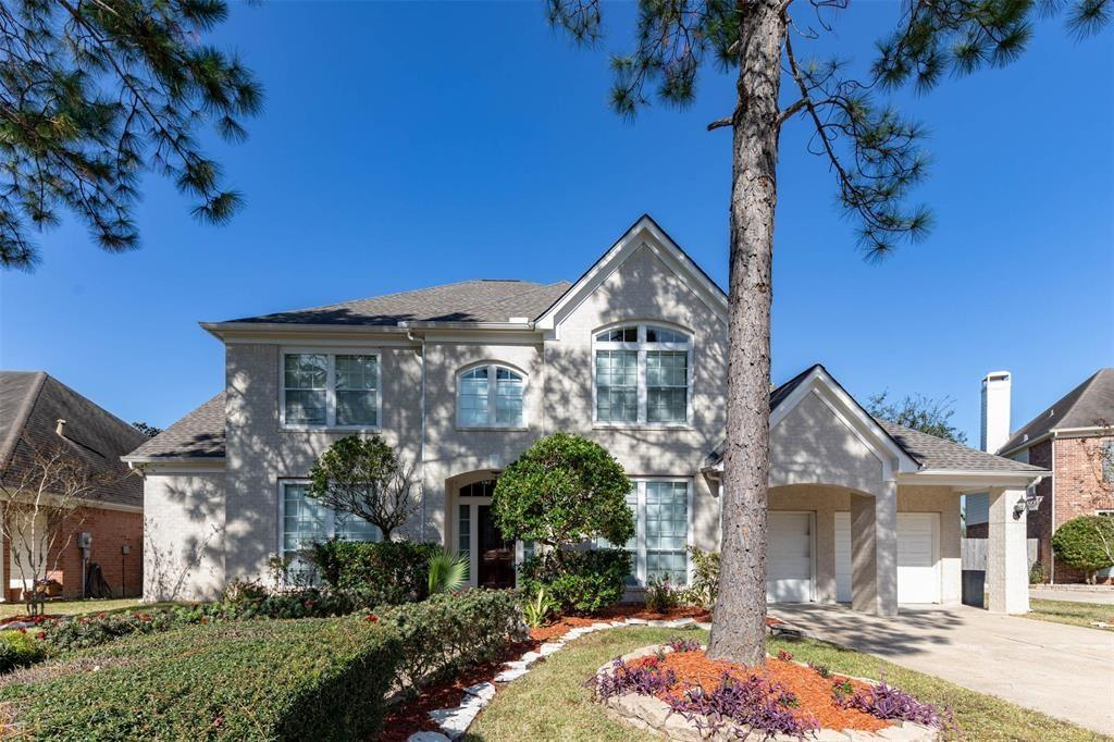 3315 Frostwood Drive Property Photo - Pearland, TX real estate listing